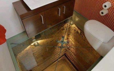 Begehbares Glas ist immer etwas ganz besonderes. Egal ob am oben steht oder darunter.